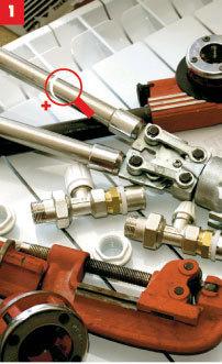 Набор инструментов и приспособлений для монтажа радиаторов